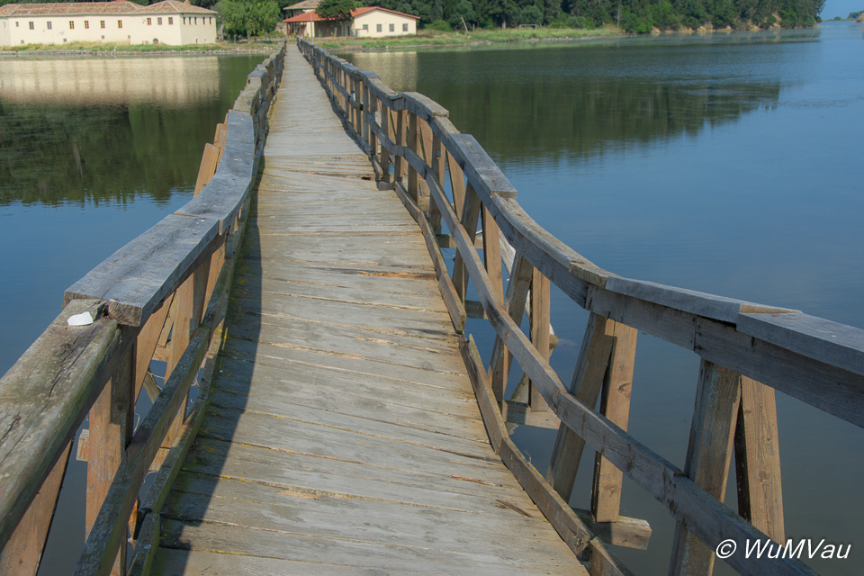 Steg zum Kloster Zvernic